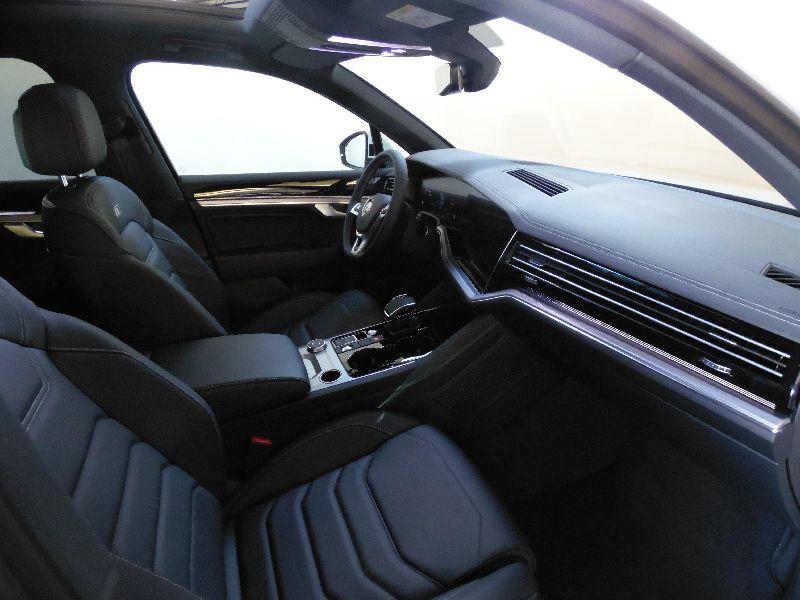 Volkswagen Touareg 3.0TDI V6 R-Line Tiptronic 4Motion