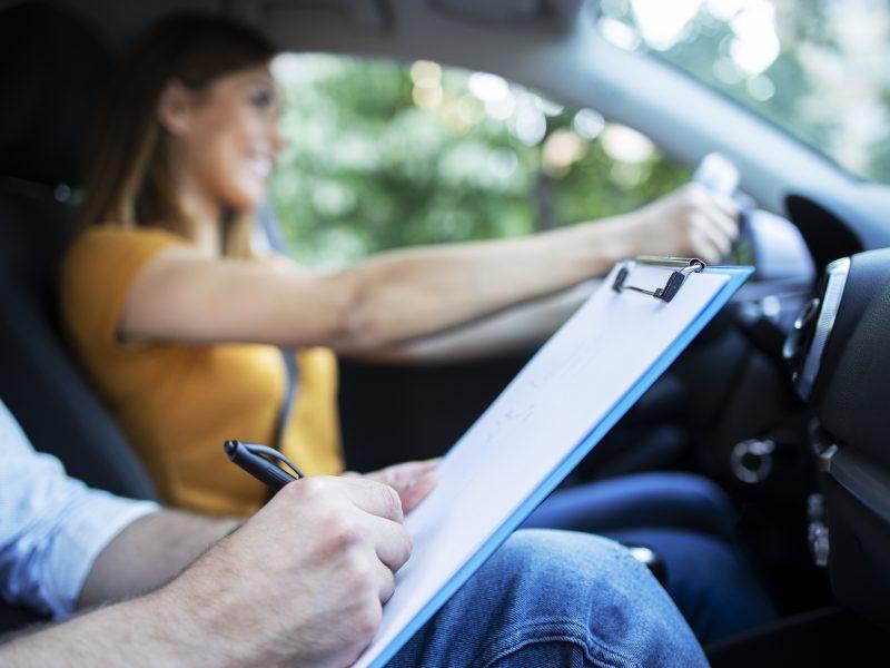 Las preguntas más falladas en los test del carnet de conducir DGT