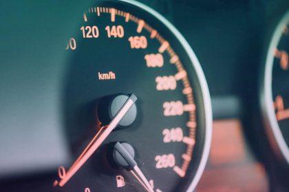 Cómo ahorrar gasolina en viajes largos en coche