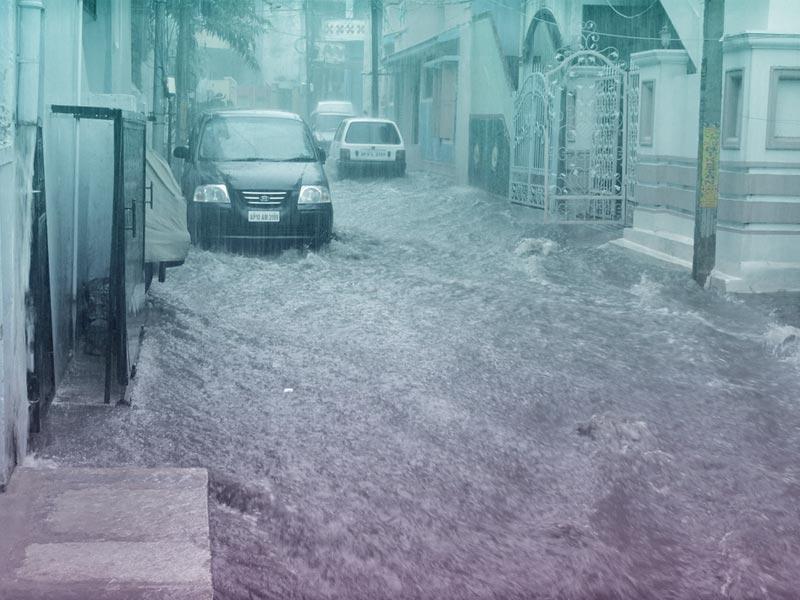 Cómo salir de un coche arrastrado por una riada